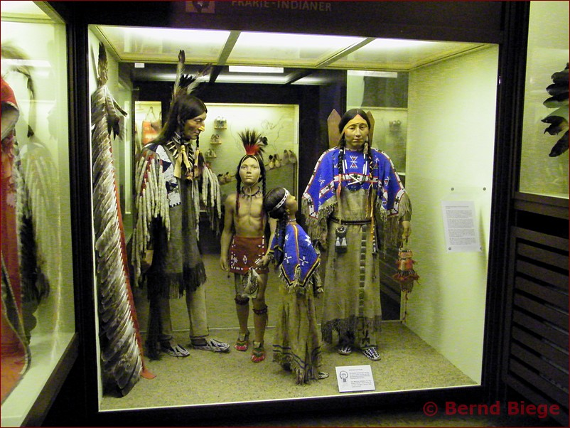 Indianer in Radebeul - Schaukasten im Karl-May-Museum