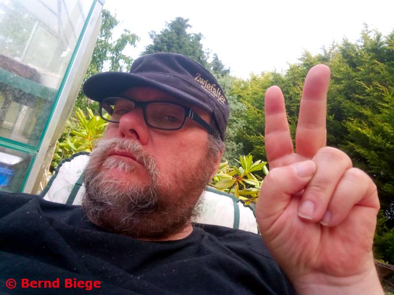 Dichter an den Denker ... ein Garten-Selfie.